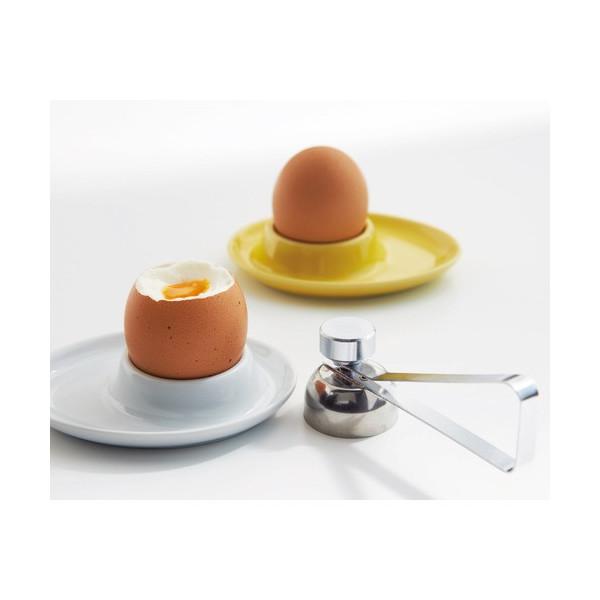 卵の生卵と茹で卵