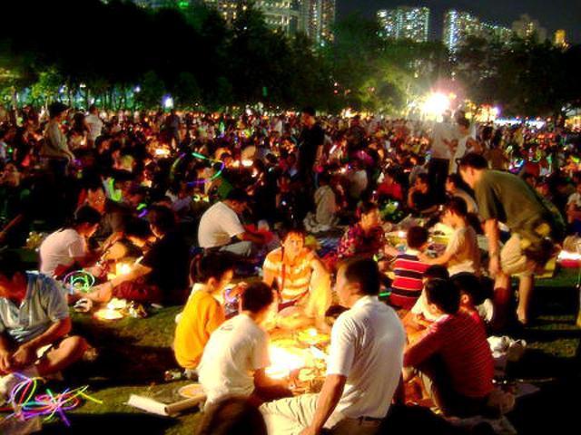香港の人々の中秋節の過ごし方(写真提供:森山正明さん)