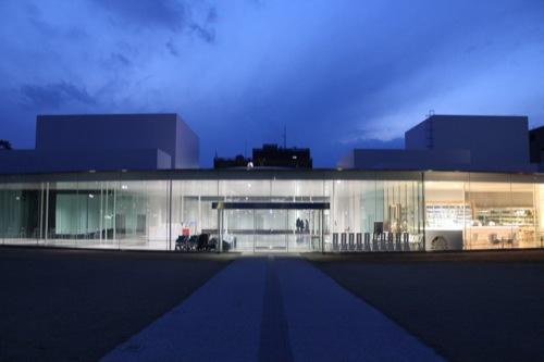 0006:金沢21世紀美術館 夜の外観①
