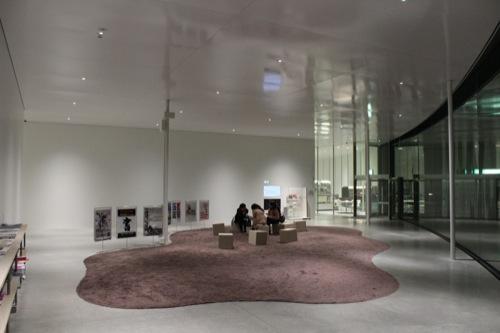 0006:金沢21世紀美術館 内観(夜)