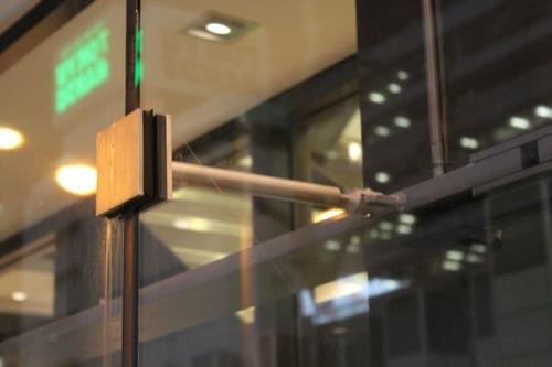 0027:La Porte心斎橋 ガラス接合ディティール