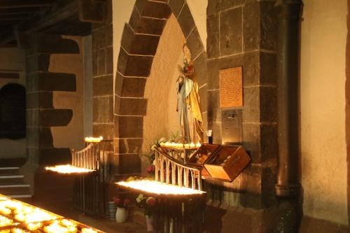 マリア像と蠟燭