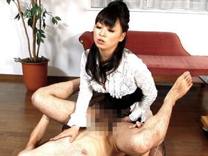 美人秘書がペニバン逆アナル前立腺責め連続ドライオーガズムでM男社員を教育 羽月希