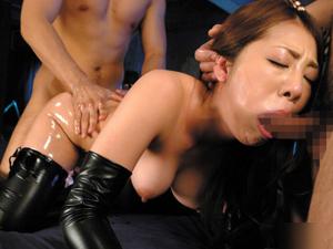 【初音みのり】ボンテージ巨乳痴女の口とマンコにチンポを突っ込む串刺し3P!