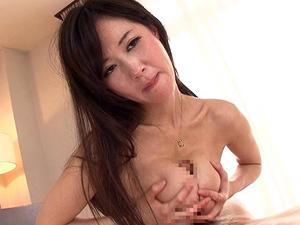 【菅野さゆき】完熟Jカップ巨乳痴女がいやらしく見つめながらスローで優しいパイズリで大量狭射させます!