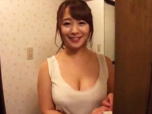 【白石茉莉奈】元芸能人28歳の義母が巨乳をプルプルさせてて我慢できずはずがない。