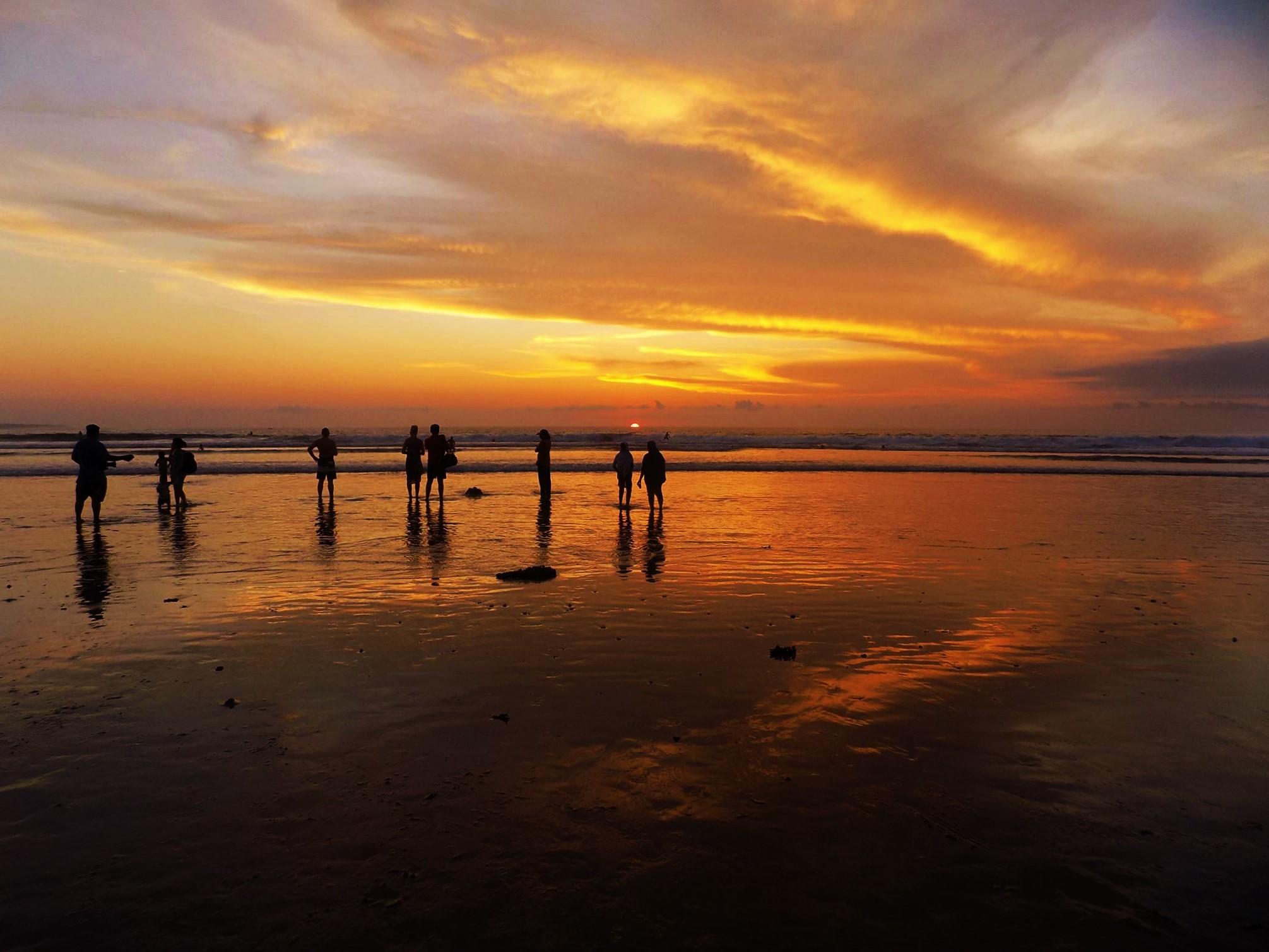 クタビーチの夕日の画像