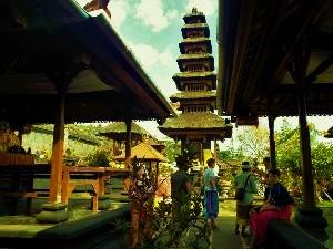 ブサキ寺院の面白い画像