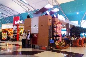 ジャカルタCGK第3ターミナル内の売店