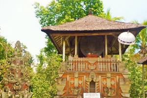 アジア最大の銅鼓ペジェンの月の画像