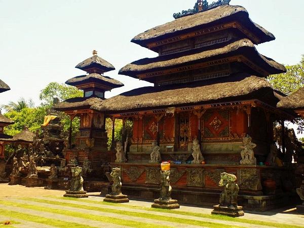 プナ タラン サシ寺院の画像