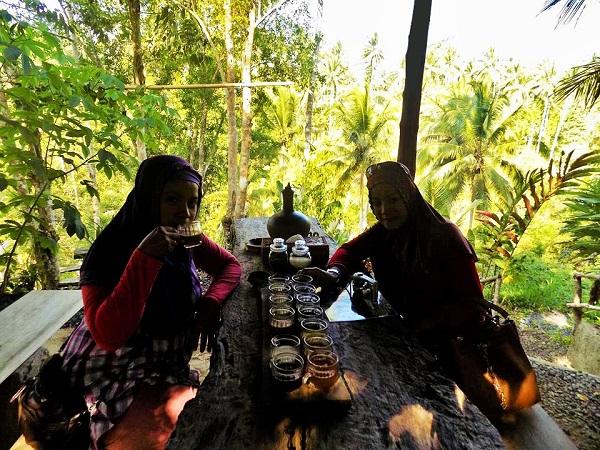 ルワクコーヒー農園で試飲の画像