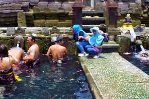 ティルタエンプル寺院の沐浴の画像