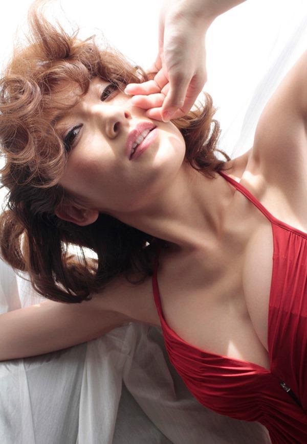 (熊田曜子)ぷにぷにJカップに発育した92㎝ロケット乳お乳(´∀`;)33才の美人妻グラビア