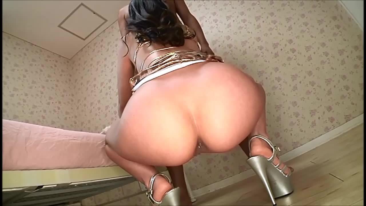 巨尻の美人の無料巨乳動画。ムチムチの巨尻を突き出してチ○ポをしゃぶる美人お姉さん!