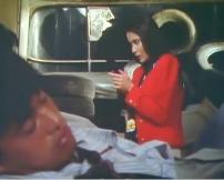 達城が寝ている隙に銃を手にする圭子
