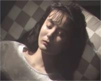 山小屋で寝かされている亮子