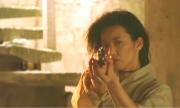 冴子も霧子に銃を向ける