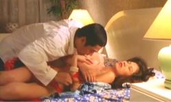 ホテルで男に抱かれようとしている霧子