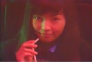 村松に向かって微笑む女子高生