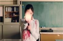 容赦なく発砲する教師