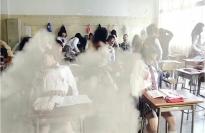 突然、機関銃で殺されていくクラスメイト