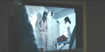 権藤が盗撮したビデオに中で裸で映っている女子生徒