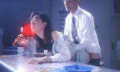業務が終わった銀行でセックスを強要される瑛子
