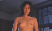 乳房を堂島に見せる