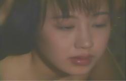 裸になって慎吾を見ている春子
