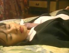 ベットで横になりオナニーしている奈々子