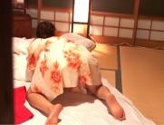 光一が覗いてしまった千鶴子の後ろ向きの自慰行為