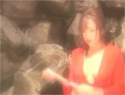 赤襦袢の帯を解く千鶴子