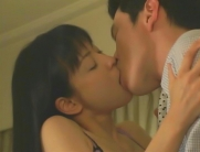 桐生とキスをする倫子