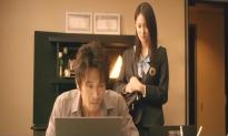 咲が訪ねて来て、PCに書かれた娘の日記を見る聡