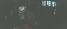 監禁した鶴子のもんぺを脱がしてセックスを強要する要蔵
