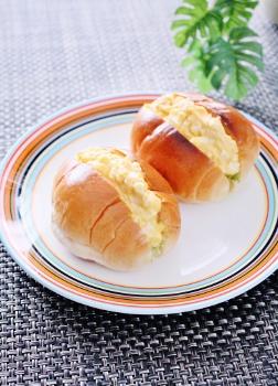 喫茶店風☆たっぷり卵のロールサンドイッチ by ゆかりん☆・v・☆ (252x350)