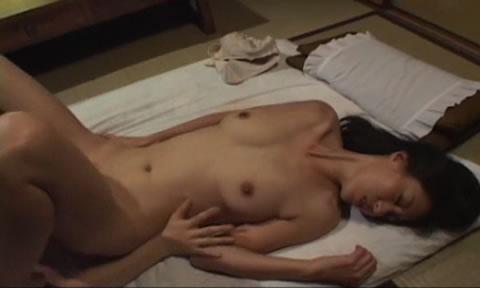 アダルト動画:トリプルAの美女 西条麗へ大量中出し!