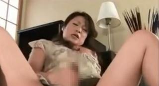 ふたなり熟女手コキオナニー母乳画像