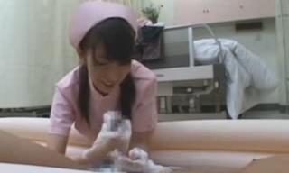 痴女ナースチンポ洗い手コキフェラ画像