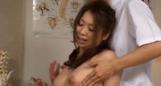 豊満ボディー若妻乳首マッサージ画像