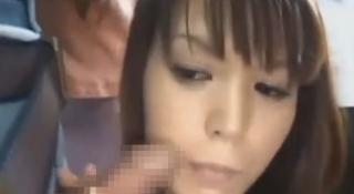 痴女お姉さんバスの中チンポフェラセックス画像