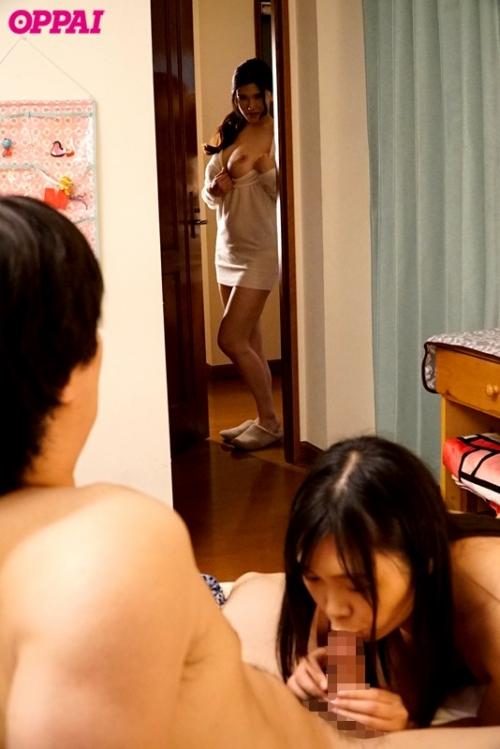 彼女のお姉さんは巨乳と中出しOKで僕を誘惑 04