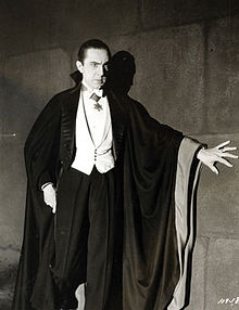 220px-Bela_Lugosi_as_Dracula,_anonymous_photograph_from_1931,_Universal_Studios