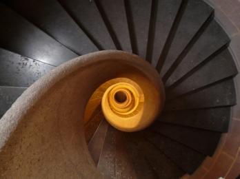 フィボナッチ 螺旋階段