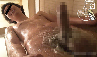 【ゲイ動画gaypornHc】デローンと飛び出す巨根と無邪気な笑顔がアンバランスでエロい!! 逆ナン!イマドキ君を個室に連れ込む!