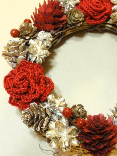 赤い薔薇の冬リース2