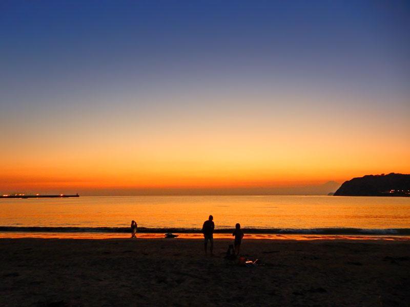 151018夕景の中のパドボ@逗子海岸5