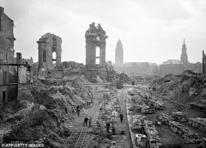 倒壊したドレスデン聖母教会