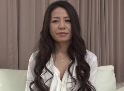 「おばさんの動画裏無料」後光が差すくらい美人な50代熟年女サオリさんが結婚20年目にしてアダルト出演しておめこしちゃいます。